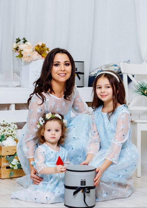 Комплект нарядных платьев Family Look для мамы и дочки «Фламинго» М-2067
