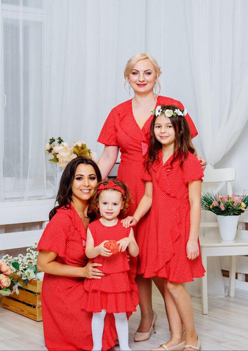 Комплект платьев с воланами Family Look для мамы и дочки «Кармен» М-2064