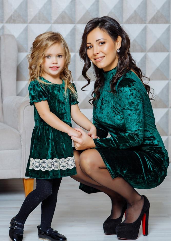 """Комплект бархатных платьев в одном стиле для мамы и дочки """"Гламур"""" М-2111"""