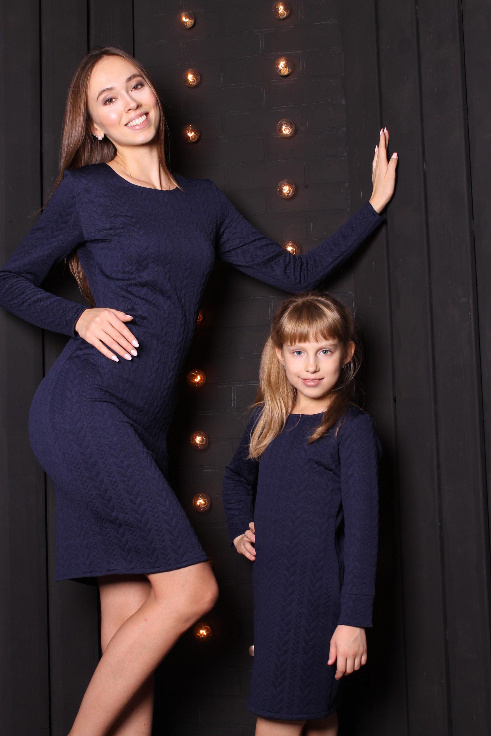 Комплект теплых платьев для мамы и дочки  Family Look КМ 2308