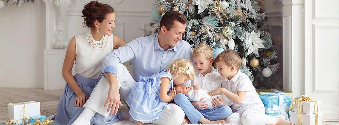 Праздничные нарядны на первый день рождение ребенка.