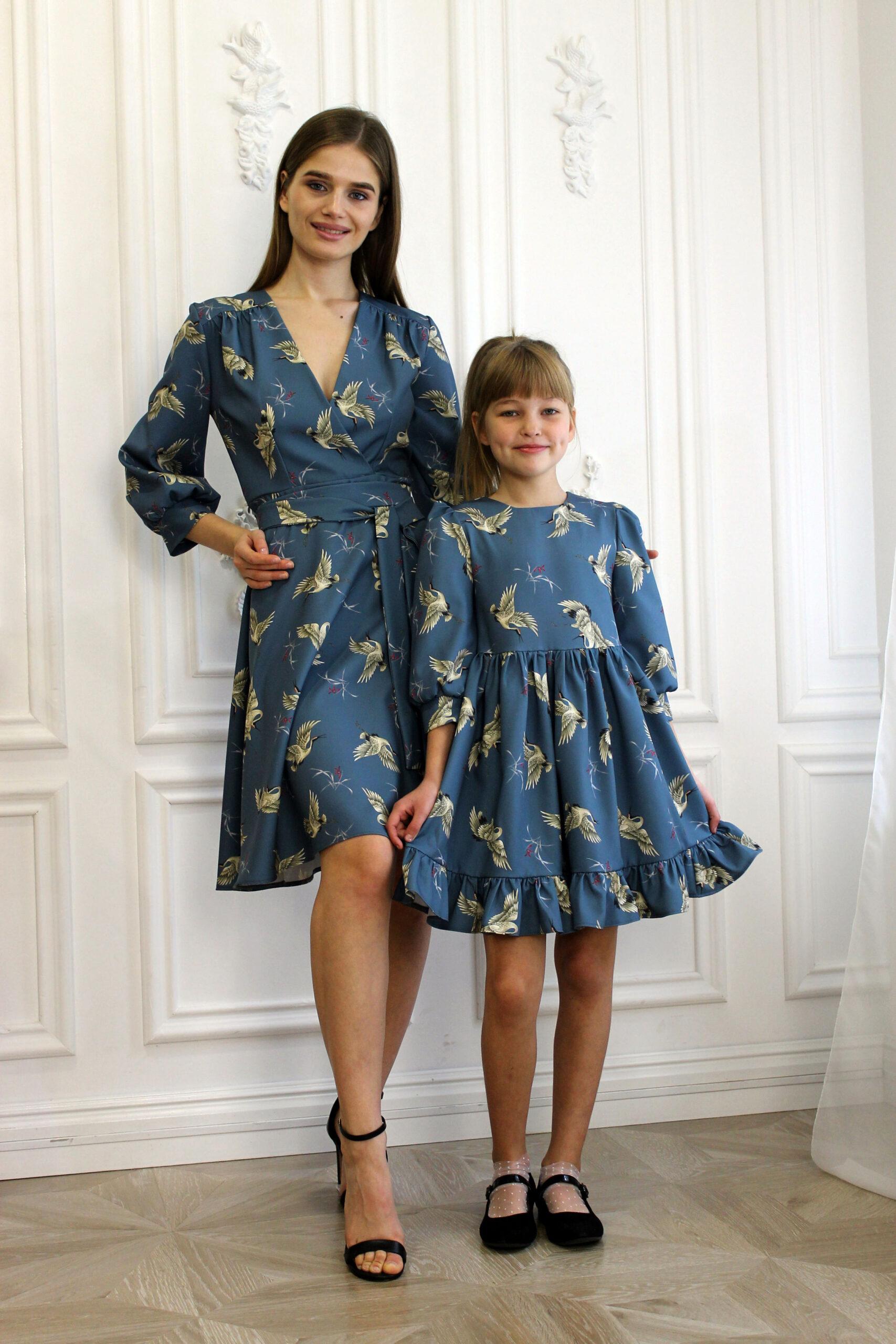 Комплект одинаковых платьев для мамы и дочки КМ 2190